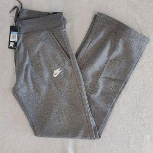 Women's Nike Sweatpants Size Medium Brand New